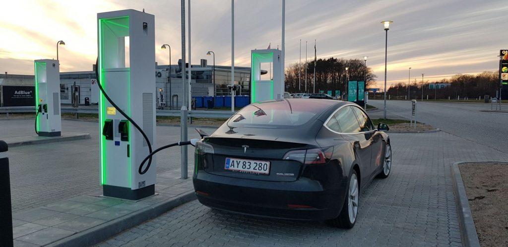 Tesla Model 3 i Halskov